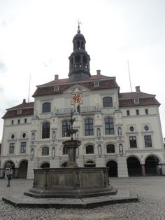 The city hall One Day Trip, Middle Ages, Notre Dame, Places To See, Germany, Mansions, House Styles, City, Building