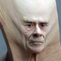 Deformations est une série de portraits étranges et décalés imaginés par le designer Lee Griggs, basé à Madrid, qui s'amuse à étirer le visage de ses modèles dans des expérimentations surréaliste