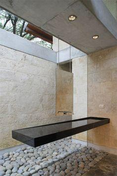 Bathroom design: black and white vanity in minimalistic style, casa-uro - floating vanity Bad Inspiration, Bathroom Inspiration, Mirror Inspiration, Interior Minimalista, Floating Vanity, Bathroom Interior, Bathroom Sinks, Bathroom Ideas, Master Bathroom