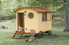Güte Shepherd Huts are custom, handmade huts on traditional wheels with modern conveniences. The huts come with custom furniture and are delivered from Canada.