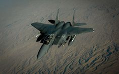 """Nach Angaben des russischen Verteidigungsministeriums hat die von den USA angeführte Koalition die russischen Luftstreitkräfte daran gehindert, die aus der letzten IS-Hochburg Abu Kemal flüchtende Terroristen anzugreifen. In einem Bericht spricht die russische Behörde von einer """"direkten Unterstützung"""" des IS durch die USA."""