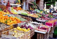 Colors and tastes of a Palermo market