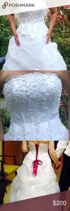Wedding gown Size 6. white. Davids Bridal gown. David's Bridal Dresses Wedding