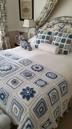 Transcendent Crochet a Solid Granny Square Ideas. Inconceivable Crochet a Solid Granny Square Ideas. Crochet Afghans, Crochet Quilt, Crochet Blocks, Crochet Squares, Crochet Home, Crochet Motif, Crochet Baby, Free Crochet, Crochet Pillow