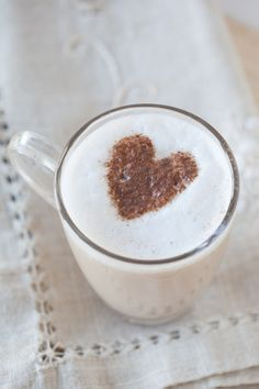 Warm and spicy, Chai Tea Lattes are a luscious beverage for any cozy occasion. Valentines Day Food, Valentine Treats, Fijian Food, Homemade Iced Coffee, Epicure Recipes, Liquid Lunch, The Chai, Coffee Drink Recipes, Yummy Eats