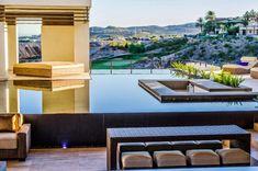 Modernism meets minimalism in this beautiful Las Vegas pool!