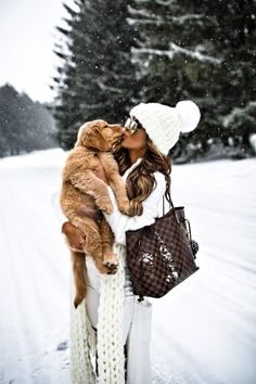 15 JAN, 2018 How To Wear Winter White - Outfit Details: Free People Beanie Free People Scarf Willow + Clay White Cardigan Sweater White Denim Stuart Weitzman Over-The-Knee Boots Louis Vuitton Neverfull MM Quay Gold Aviators Tres Belle Photo, Boating Outfit, Tier Fotos, Winter Pictures, Winter Photography, Winter White, Winter Wonderland, Lightroom, Winter Outfits