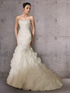 Romantyczna suknia w stylu syreny . Suknie ślubne Noviamor. BW1265