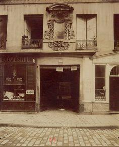 Vieille maison au n° 13 de la rue de Lille, vers 1902-1903. Une photo d'Eugène Atget  (Paris 7ème)
