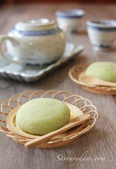Pandan mochi with coconut mung bean filling by LinhTrang9185, via Flickr