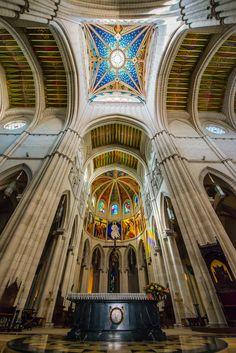 Catedral de Santa María la Real de la Almudena, por dentro - Madrid - España!