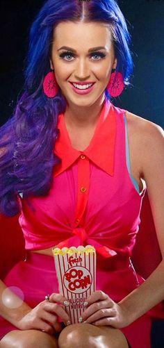 Katy Perry – Breaking Celeb News, Entertainment News, and Celebrity Gossip Katy Perry Wallpaper, Female Singers, Pop Singers, Famous Singers, Melanie Martinez, Katy Perry Hot, Divas, Adam Sandler, Star Wars