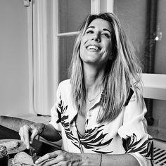 Vorig jaar transformeerde ze haar accessoirelabel Fab. bekend van de tassen en portomonnees met sterren en harten tot een serieuzer modemerk met een kledinglijn die haar naam draagt: Fabienne Chapot. Lees het hele interview in Kek Mama 3. #kekmama #kekmamamagazine #mama #kind #interview #modevrouw #fabiennechapot