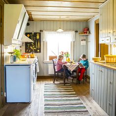 Norske hjem Small Spaces, House Inspiration, Interior And Exterior, Traditional Interior, Country Kitchen, House, Home Decor, House Interior, Scandinavian Living