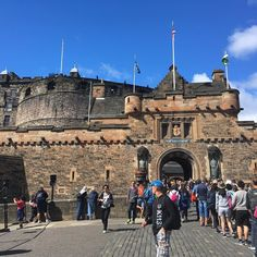 When the sun is out in #Edinburgh you go to the castle!