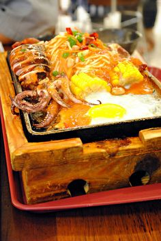 Sizzling Seafood Noodles   Taiwanese food