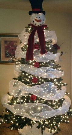 Cute way to decorate your tree if you have a snowman theme!