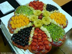 Adorable Food Decoration: How you can make your food appetizing & tempting very quickly for your guests & children? Just check out the ideas of food decoration which I am going to show belo… Fruits Decoration, Fruit Buffet, Party Buffet, Food Carving, Edible Arrangements, Fruit Centerpieces, Veggie Tray, Food Platters, Party Platters