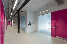Incubadora Verde / Plus Three Architecture