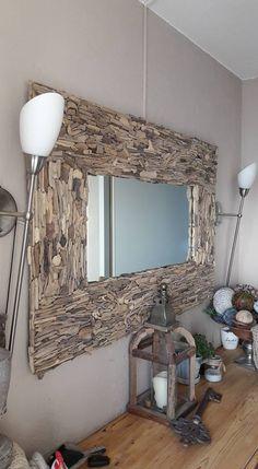 spiegel met drijfhoutstukjes