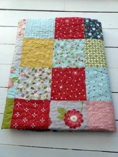 Wall flowers quilt cluck cluk sew fabrics Flower Wall, Wall Flowers, Cluck Cluck Sew, Plaid Quilt, Quilt Patterns, Patches, Diy Crafts, Quilts, Blanket