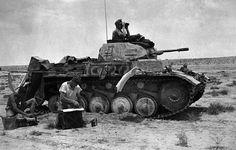 Ein deutscher Panzer in Beobachtungsposition in östlichen. Panzer Ii, Mg 34, Afrika Corps, North African Campaign, Erwin Rommel, Italian Army, Ww2 Tanks, Military Diorama, Military Equipment