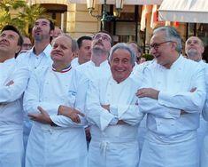 25 ans de 3 étoiles au Louis XV ça se fête... avec 240 chefs du monde entier! Bon anniversaire donc à Alain Ducasse et son établissement, vu ici avec Daniel Boulud, Joël Robuchon et Michel Guérard (© Alain Angenost)