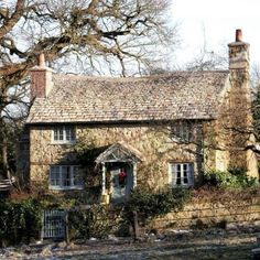 Holiday cottage from the movie. In the Cotswolds. Stone Cottages, Cabins And Cottages, Stone Houses, Cute Cottage, Cottage Style, Old Cottage, English Country Cottages, English Cottage Exterior, Country Houses
