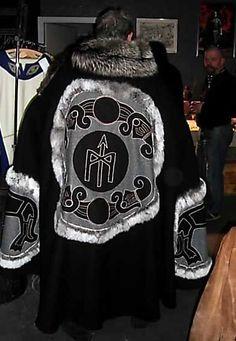 Auftragsarbeit, Umhang, handgearbeitet In order by customer, cloak / mantle, handmade
