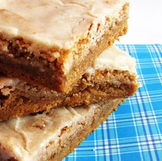 Cinnamon Roll Cookie Bars | Rumbly in my Tumbly