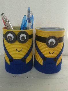Minion knutselen. Pennenbakje gemaakt van recycled conserven blik.