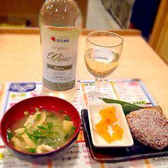 さくら水産ワインフルボトル620円 焼きおにぎり100円 CP絶大な晩酌(^_^)v - 55件のもぐもぐ - ハウスワイン&焼きおにぎり by manilalaki