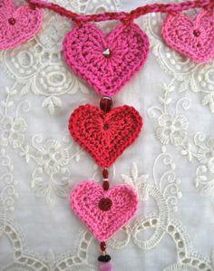 .Valentine's Day Crochet Heart Garland - links to a free pattern ❥Teresa Restegui http://www.pinterest.com/teretegui/❥