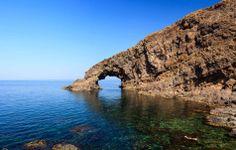 """Lo splendido """"Arco dell'Elefante"""" di Pantelleria, Sicilia"""