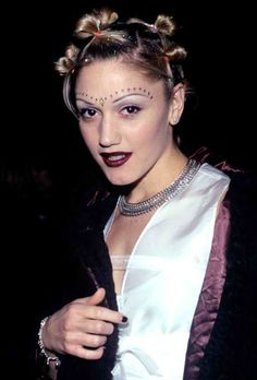 Love Gwen Stefani !! I tried this hairstyle back in the 90s definitely didn't come out like hers.