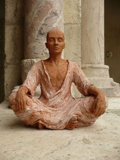 pink - man - meditation - Chantal Tomas - figurative sculpture