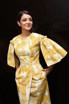 Yellow and white dress with puffed and ruffled sleeves African Attire, African Wear, African Dress, African Print Fashion, African Fashion Dresses, Fashion Prints, Simple Dresses, Beautiful Dresses, Short Dresses