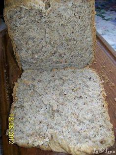 O painica buna si sanatoasa, de casa, pentru cei care au masina de facut paine si nu numai. Poate va conving si pe cei care nu aveti, sa va luati, pentru a face asa o minune de paine. Nu va pot descrie in cuvinte, nici in poze, gustul si mirosul de paine calda, dar cei care fac de obicei, stiu despre ce vorbesc. Cooking Bread, Banana Bread, Diy And Crafts, Dairy, Cheese, Cl, Desserts, Barley Recipes, Food