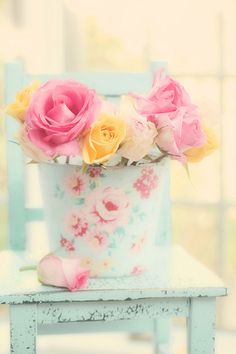 A dip into the pastel nuance. Rose Cottage, Shabby Cottage, Soft Colors, Pastel Colors, Pretty Pastel, Beautiful Flowers, My Flower, Flower Power, Colorful Roses