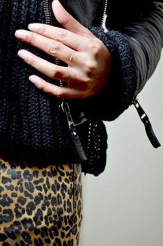 #mercredie #blog #mode #geneve #geneva #fashionblogger #suisse #switzerland #blogueuse #blogger #pantalon #jeans #trousers #leopard #pattern #bague #tiny #chain #ring #perfecto #balenciaga #leather #jacket #biker #zips #black