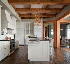 Unique and Elegant Brick Kitchen Floor Design Ideas For Awesome Kitchen Luxury Tile, Rustic Kitchen, Brick Floor Kitchen, Kitchen Flooring, Cabin Kitchens, Brick Pavers, Brick Kitchen, House Interior Design Kitchen, Exposed Brick Kitchen