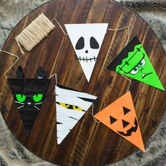 Diy halloween decorations 116038127886685073 - Throwing a Halloween party for your kids or classroom doesn't have to be expensive. Here are DIY ideas to make your own decorations without spending a lot… Source by brianau Theme Halloween, Easy Halloween Crafts, Halloween Birthday, Diy Halloween Decorations, Halloween 2020, Holidays Halloween, Fall Crafts, Happy Halloween, Women Halloween