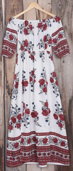 The tide is high, but keep holdin on in this baby. The floral dress is charming, detailed with off the shoulder casual style. Jw Mode, Pretty Outfits, Cute Outfits, Cute Dresses, Summer Dresses, Quoi Porter, Bohemian Mode, Look Cool, Dress Me Up