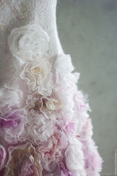 """Валяное платье для девочки """"Розовый винтаж 2"""" – купить или заказать в интернет-магазине на Ярмарке Мастеров   Нуно-платье для юной цветочной феи из коллекции…"""