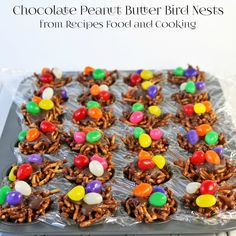 Chocolate Peanut Butter Bird Nests are made from chow mein noodles, marshmallows, chocolate chips and peanut butter, then topped with jelly beans. - Recipes, Food and Cooking Chocolate Peanuts, Chocolate Peanut Butter, Chocolate Chips, Delicious Desserts, Dessert Recipes, Cookie Cake Pie, Hoppy Easter, Easter Bunny, Easter Celebration