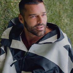 Ricky Martin, Puerto Rican Singers, V Magazine, Men Style Tips, All About Fashion, Mens Fashion, Actors, Instagram, Hairdos