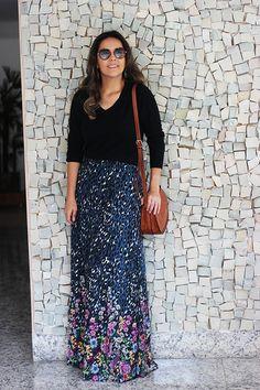 Look da Camila Gomes   Blog Sim Senhorita   Sueter Zara, Saia Maria Filó para C&A, Bolsa Market33 para Oqvestir, óculos Prada, Bota Arezzo