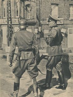 Theodor Eicke and some 3SST-officer, France 1940 (or 1942)