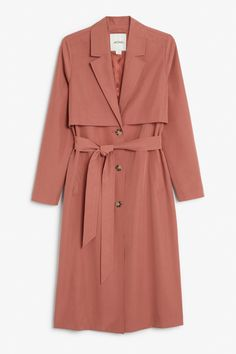 Soft trench coat – Peach jam – Coats & Jackets – Monki A super-soft trench coat with a belted waist and slanted pockets. In a size small the chest width is cm and the length is 115 cm. Red Trench Coat, Trench Coat Outfit, Muslim Fashion, Hijab Fashion, Fashion Outfits, Mode Abaya, Mode Hijab, Lightweight Trench Coat, Mode Mantel
