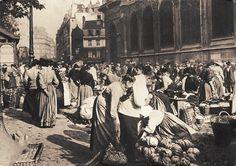 Les Halles de Paris - Paris 1er Les Halles, à côté de Saint-Eustache... (ancienne carte postale, vers 1900).